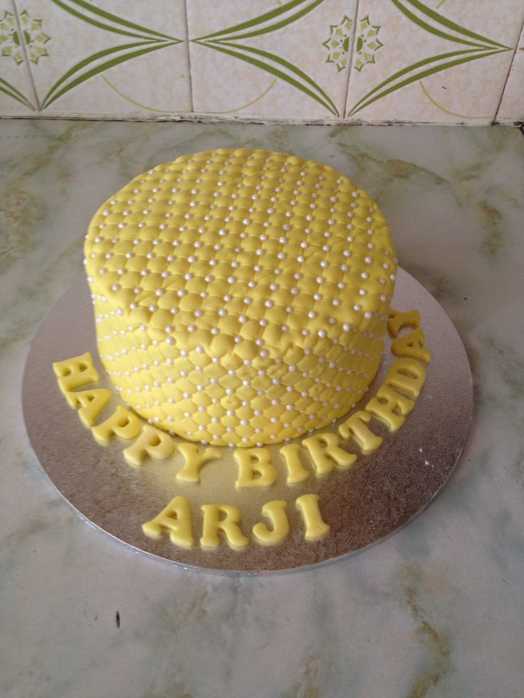 Yellow pearl quilted cake