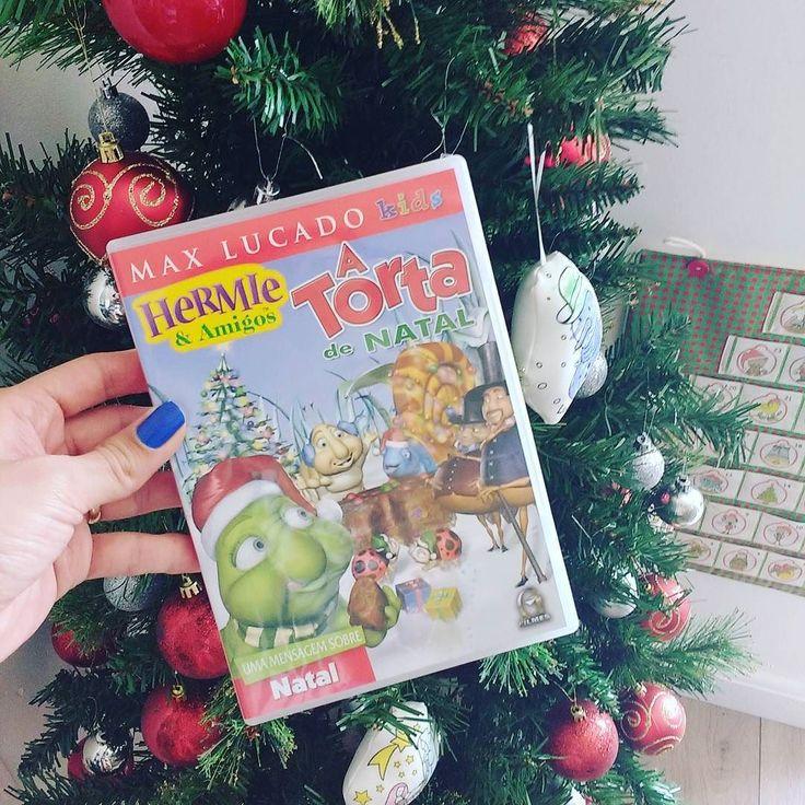 Dia 16 do calendário do advento  Hoje foi dia de assistirmos o DVD A Torta de Natal.  Isabela os DVD do Hermie e eu super recomendo!!! Em A torta de Natal Hermie e amigos vão aprender sobre o verdadeiro significado do Natal!!   #calendariodoadvento #natal #christmas #christmaskids #hermie #maxlucado