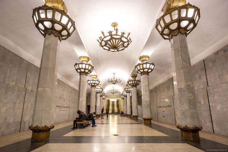 Ташкентское метро «Юнус Раджаби» — самая глубокая из всех ташкентских станций — 24 метра. Высота потолков свыше 7 метров. Кроме большой глубины при строительстве трудности создавали высокие грунтовые воды, из-за чего пришлось бурить 19 скважин вертикального дренажа.