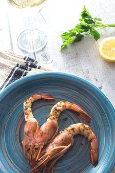 Voglia di un secondo piatto a base di #pesce? I #gamberoni al forno si preparano in pochi minuti... e non dimenticate di condirli con la #citronette al prezzemolo! (baked king #prawns ) #Giallozafferano #recipe #ricetta #seafood