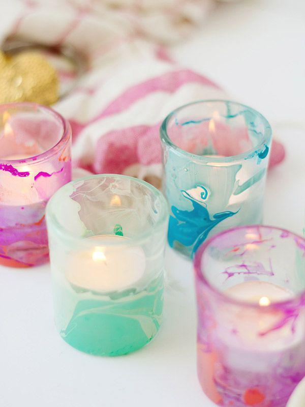 DIY : nail polish marble candles holder ( http://www.hgtv.com/handmade/use-nail-polish-to-create-marbled-votives/index.html )
