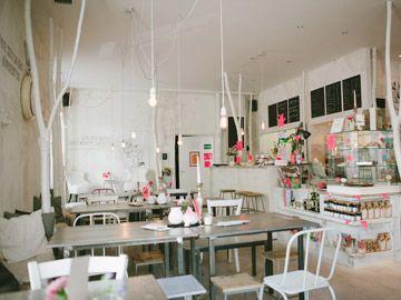 SÜßES CAFÉ: White Rabbit's Room Franziskanerstr. 19 81667 München  Reservierungen unter:  Tel: 089 – 67 97 11 93  Oder per Mail  Öffnungszeiten: Mo – Fr...