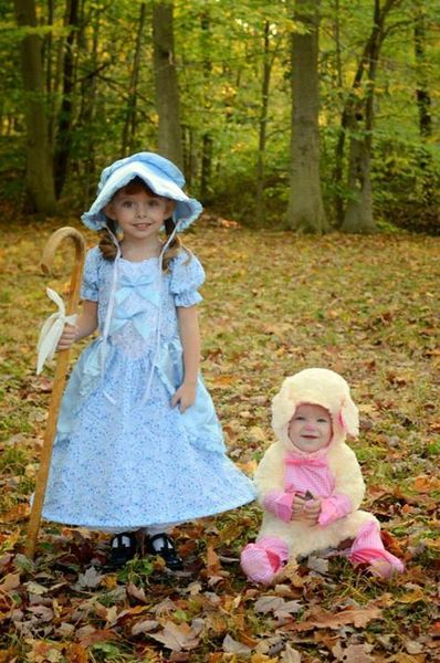 Check out this entry in LIVE's Halloween Photo Contest! Mary had a little lamb. Halloween Costumes.  Sister costumes.