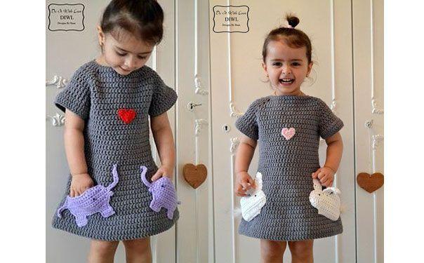 Вязаное платье для девочки, украшено аппликацией сердечком и карманами-зайчиками. Схема вязания крючком