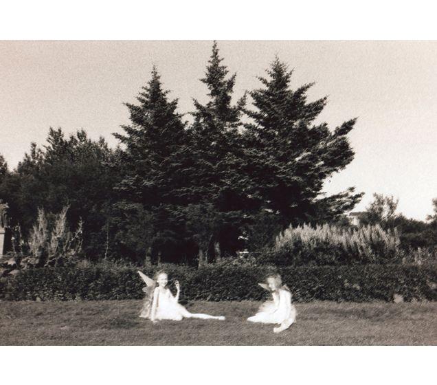 ARIKO INAOKA'S PHOTOGRAPHS OF TWINS
