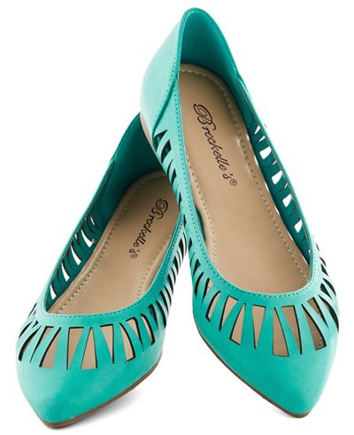 Need more cute pointed toe flats in my life! Love the blue and the triangle cut outs around the border.