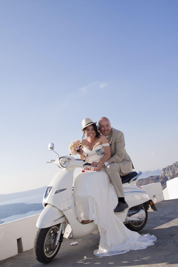 Sunny October wedding in Santorini