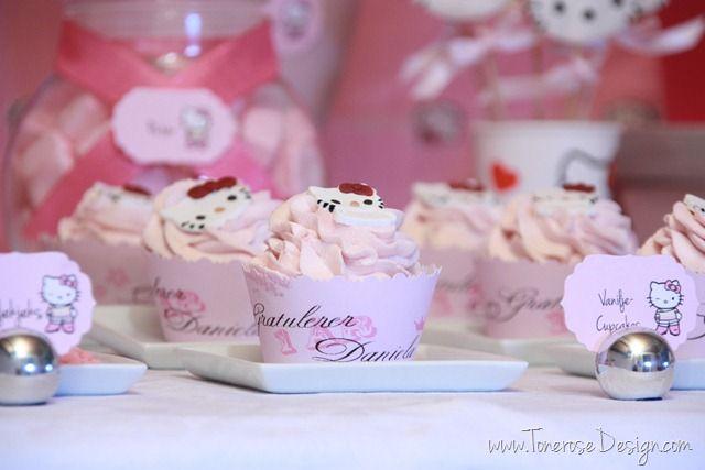 Hello Kitty cupcakes party