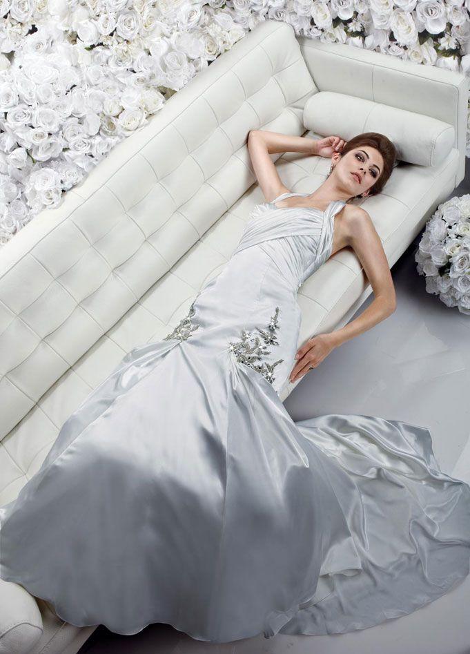 Fashionable trumpet / mermaid natural waist satin wedding dress