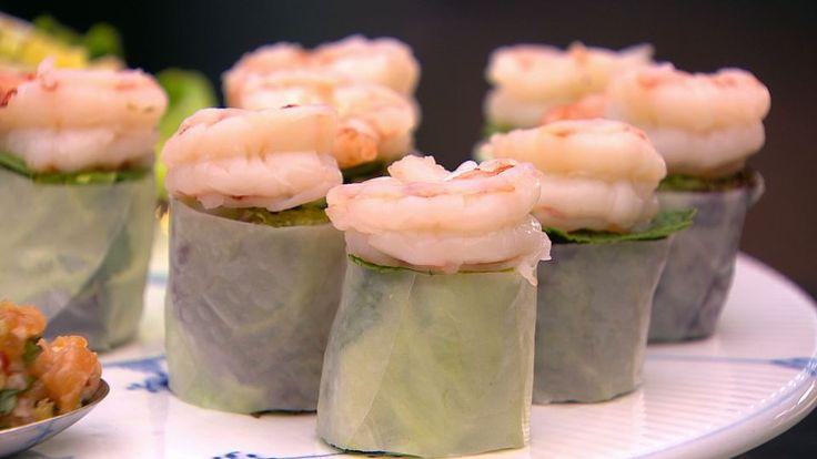 Friske forårsruller med rejer er en lækker asiatisk opskrift fra Go' morgen Danmark, se flere fiskeretter på mad.tv2.dk