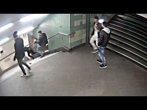 """7 """"refugiados"""" haciendo tiempo para que Merkel les conceda asilo intentan quemar a un mendigo en el metro berlinés… para celebrar la Navidad. Vídeo. « PATRIA JUDÍA"""