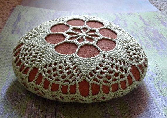 Art technique mixte Pierre de dentelle au Crochet par Monicaj