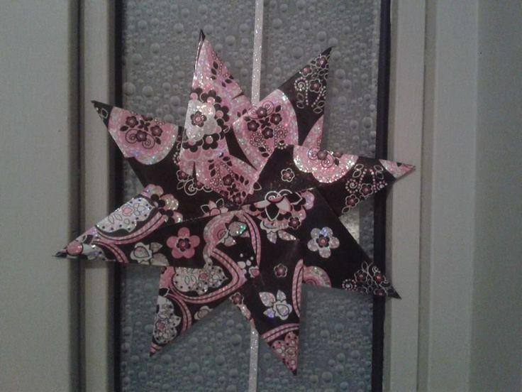 Kerstslinger van kerststerren (gevouwen van kado-papier)