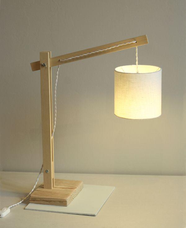 lampe articulee bois - http://www.espritcabane.com/decoration/idees-deco/lampe-articulee-en-bois/
