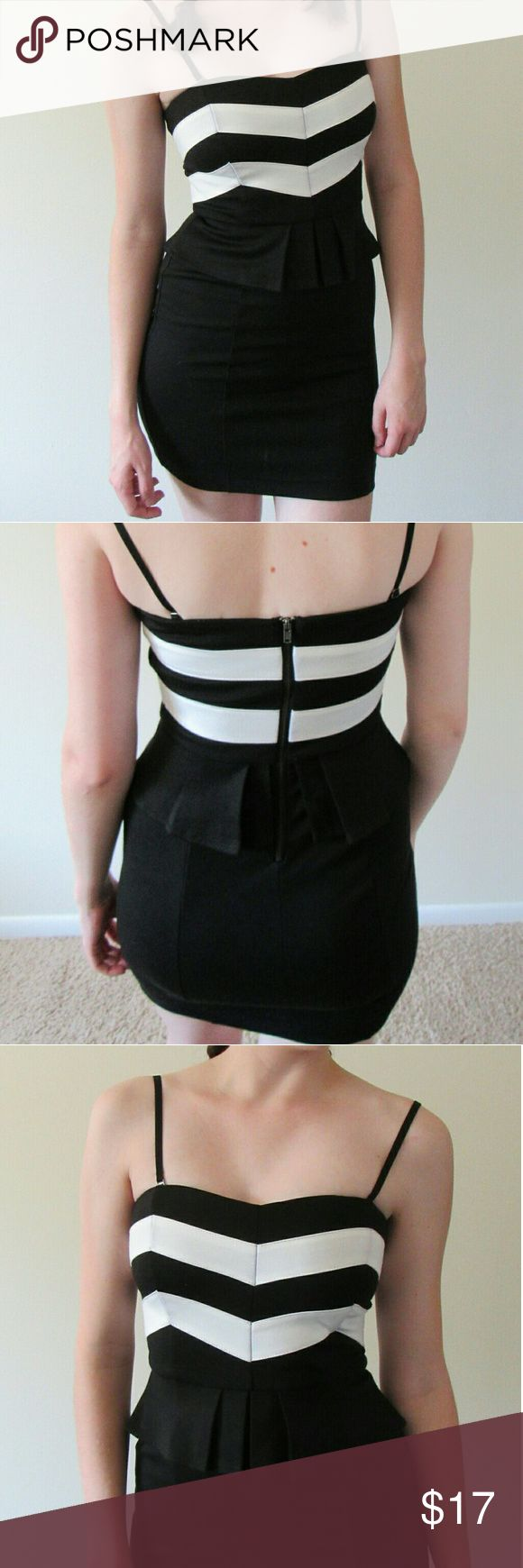 Black and white Peplum dress w/ Convertible Straps Strappy or strapless dress! (Straps can be removed) Sweetheart neckline, chevron detail across bust, padded fabric on front Bodycon, stretchy comfortable fabric Length hits around mid-thigh   Great condition, like new! Worn only 2-3 times  💜 I consider all offers (no low-ball, no trades) 👉 if you need more info or photos, message me or comment! Forever 21 Dresses Mini
