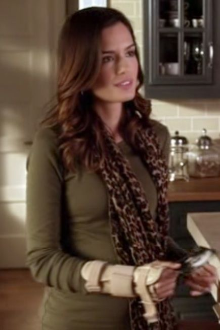 Melissa looks cute in that green sweater and cheetah scarf
