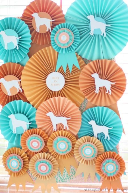paper fan backdrop - These pinwheels would be great for the dog or puppy themed classroom!
