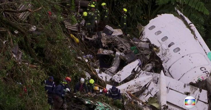 Conversa reforça suspeita de falta de combustível na queda de avião Gravação mostra comandante do avião falando com a torre de controle. Local da queda fica a 5 minutos de caminhada do aeroporto.
