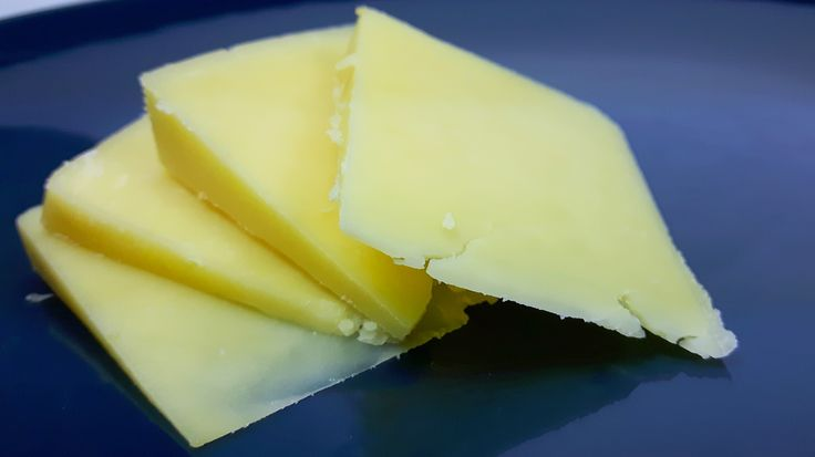 Tradycyjny Cheddar ma niesamowity smak, a dzięki temu przepisowi możesz przygotować go samodzielnie w domu. Wypróbuj przepis na tradycyjny cheddar