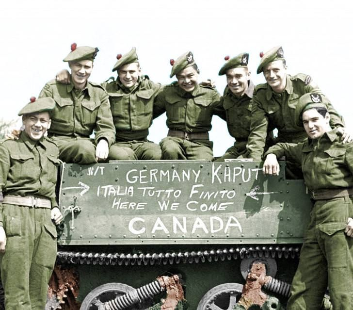 fd496926dfdce History  Canadian soldiers pose by their Bren carrier