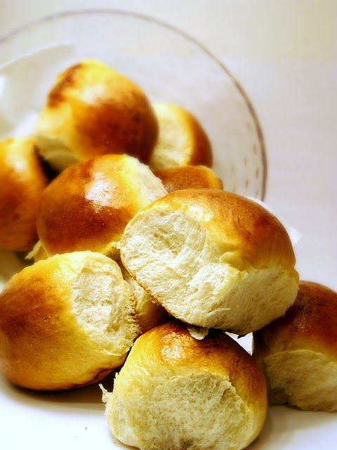 Sweet dinner rolls for christmas dinner!  Pin it to Save it!  #christmas #rolls #foodiefiles