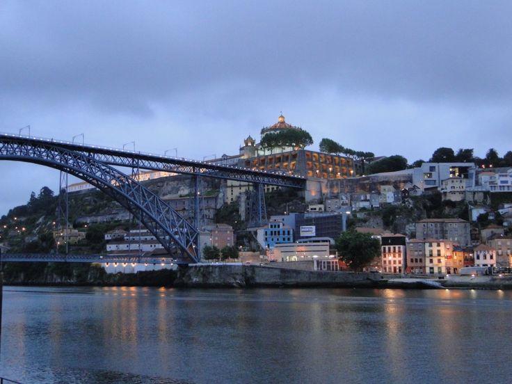 Porto : la rive Nord - via Voyages avec Go With the Blog 14.07.2012 | Porto est une ville pleine de charmes où il fait bon se promener à pied pour y admirer ses très nombreuses églises. C'est aussi une ville qui détient d'autres petits trésors : une ambiance agréable, et des moyens de locomotions originaux pour capter de jolies prises de vues... #Portugal