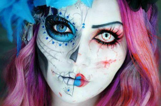 maquillage d`Halloween bleu et rose avec des lentilles