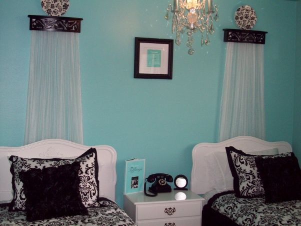 my audrey at tiffanys inspired guestroom tiifany blue walls crisp white tiffany blue