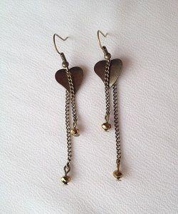 Bronzen heart oorbellen. Deze zelfgemaakte oorbellen zijn nu te koop op www.eksterjewels.nl