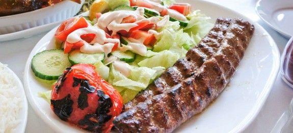 Toevoegen aan mijn receptenMaak deze heerlijke, Iraanse specialiteit nu heel eenvoudig zelf klaar. Heerlijk gekruid lamsgehakt op een spies dat eventueel ook op de barbecue kan! Tip: Serveer de chelow kebab met wat rijst en groenten.