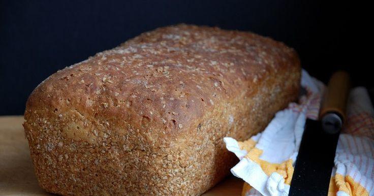 Przepis na wspaniały chleb tym razem wyszukała dla nas Liska . Chleb jest puszysty, wilgotny w środku, z regularnymi dzi...