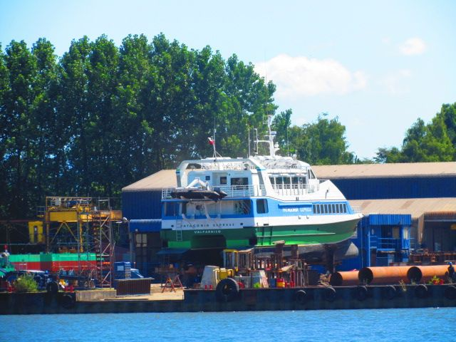 Astillero ubicado en el rio Calle Calle , Valdivia.