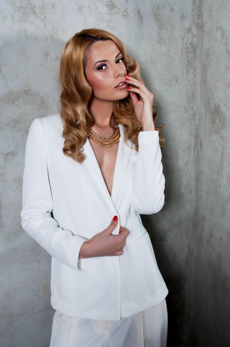Model: Marushka Devushka Make-up : Maire Inna Hair: Dionisie Lupu Foto: Larisa Stinga Styling: Gabriela Matei Locatii: Eclectico Studio si Voila