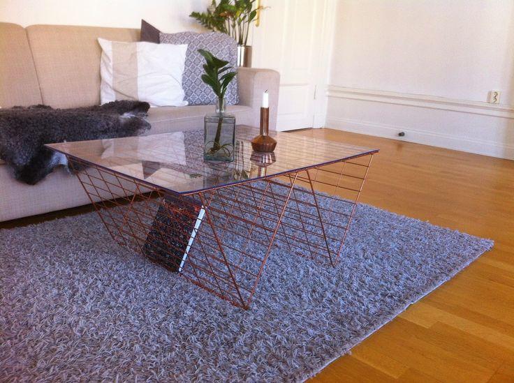 Soffbord av kompostgaller och glasskiva. Malin Andersson för Monthly Makers februari, tema återbruk.