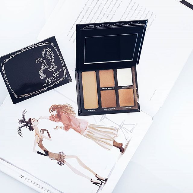 Another look at the #lauramercier #contour pallete. Isn't she pretty?!