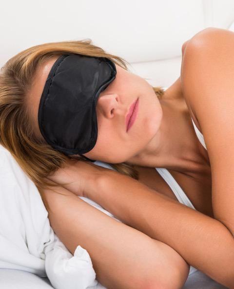 De meest voor de hand liggende van alle slaaptips is: seks. Een flinke vrijpartij is de állerbeste slaappil. Maar schone lakens en de juiste thee werken ook.