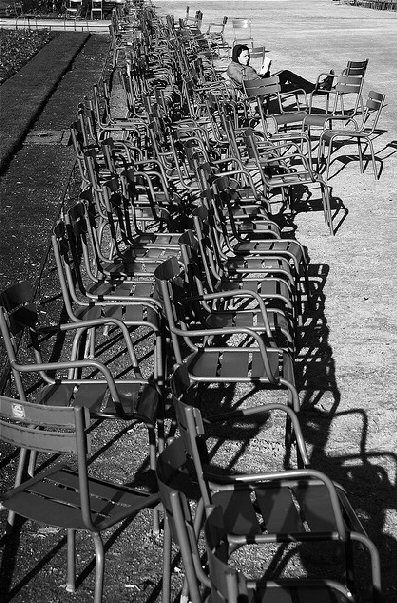 1000 images about paris and more in white black on for Chaise jardin du luxembourg