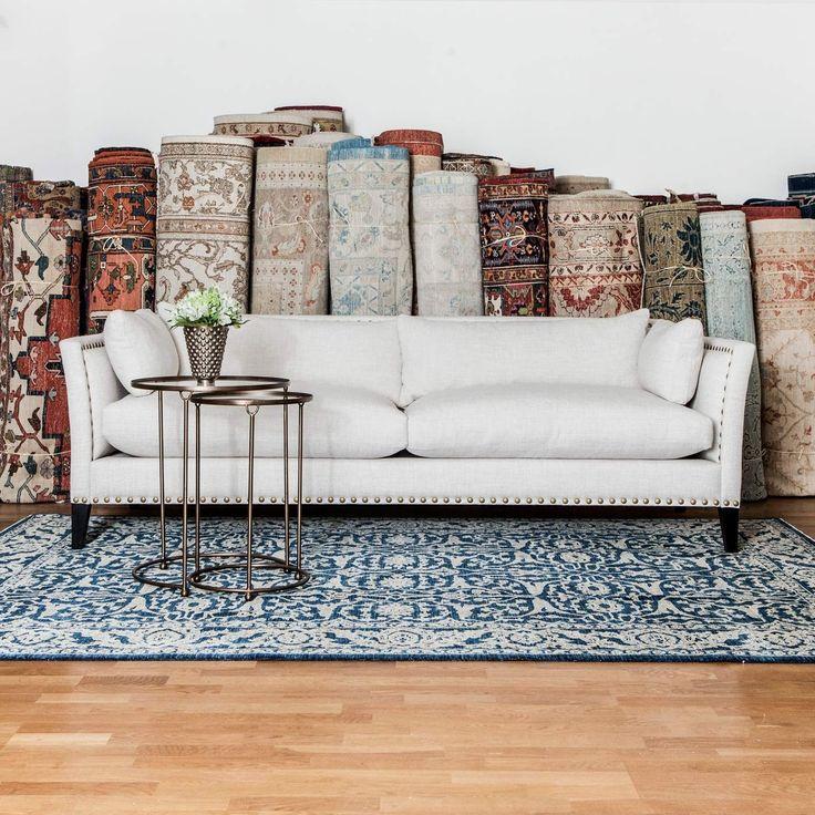 Soffa Oscar, mycket elegant soffa med brittiska designinfluenser.