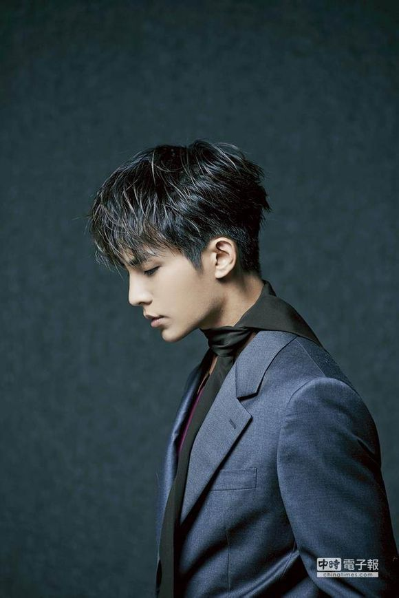 Aaron Yan Shows Off His Enviable Chiseled Profile for Men's Uno August Edition | A Koala's Playground