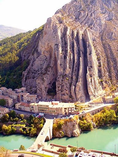 Sisteron, France #Provence #Sisteron #landscape #paysage #water #RocherdelaBaume #rock