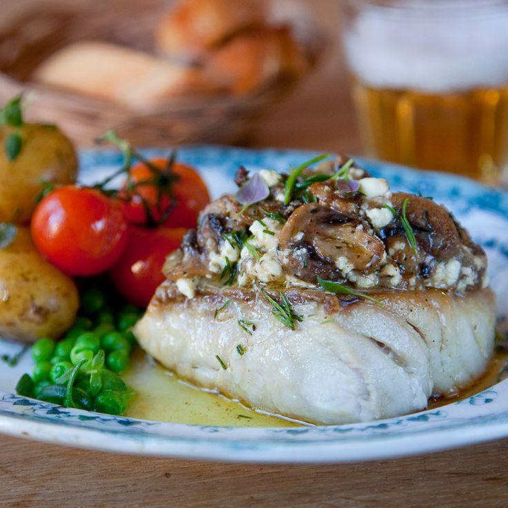 Hur du får såväl fryst som färsk fisk extra god? Toppa med ett tjockt lager av pigga, goda smaker och gratinera den i ugnen!