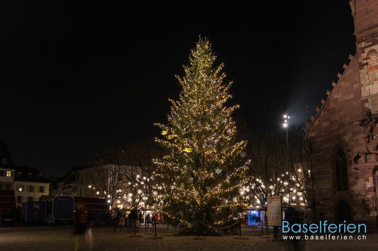 Weihnachtsbaum auf dem Münsterplatz #Basel.