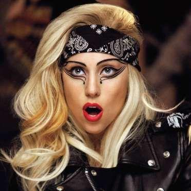 Lady Gaga ahora con su 'capita' de maquillaje - Externa