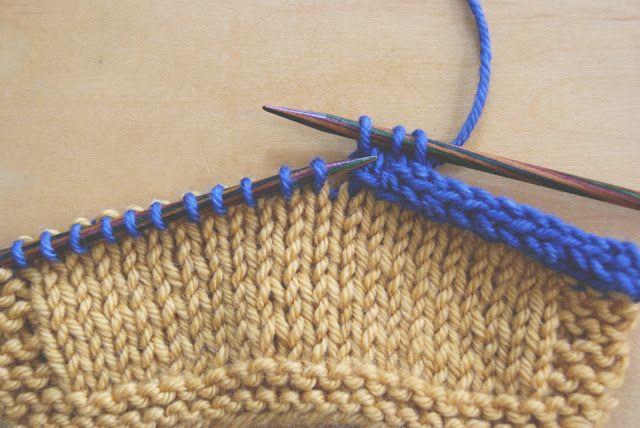 Comment rabattre les mailles en tricotant un cordon (méthode de la i-cord).