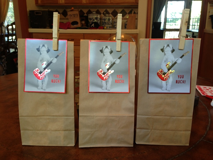 Goody bags for eight year old boy birthday party Party packs