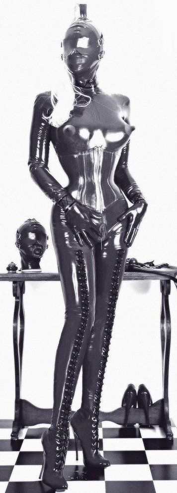 So pretty in shinny latex ❤️❤️❤️