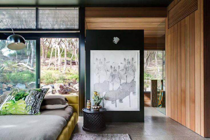 L'agrandissement représente la suite parentale avec sa salle de bains privative et une vue panoramique sur les environs