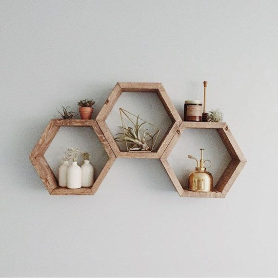 Best 25 honeycomb shelves ideas on pinterest hexagon for Decoration murale hipster