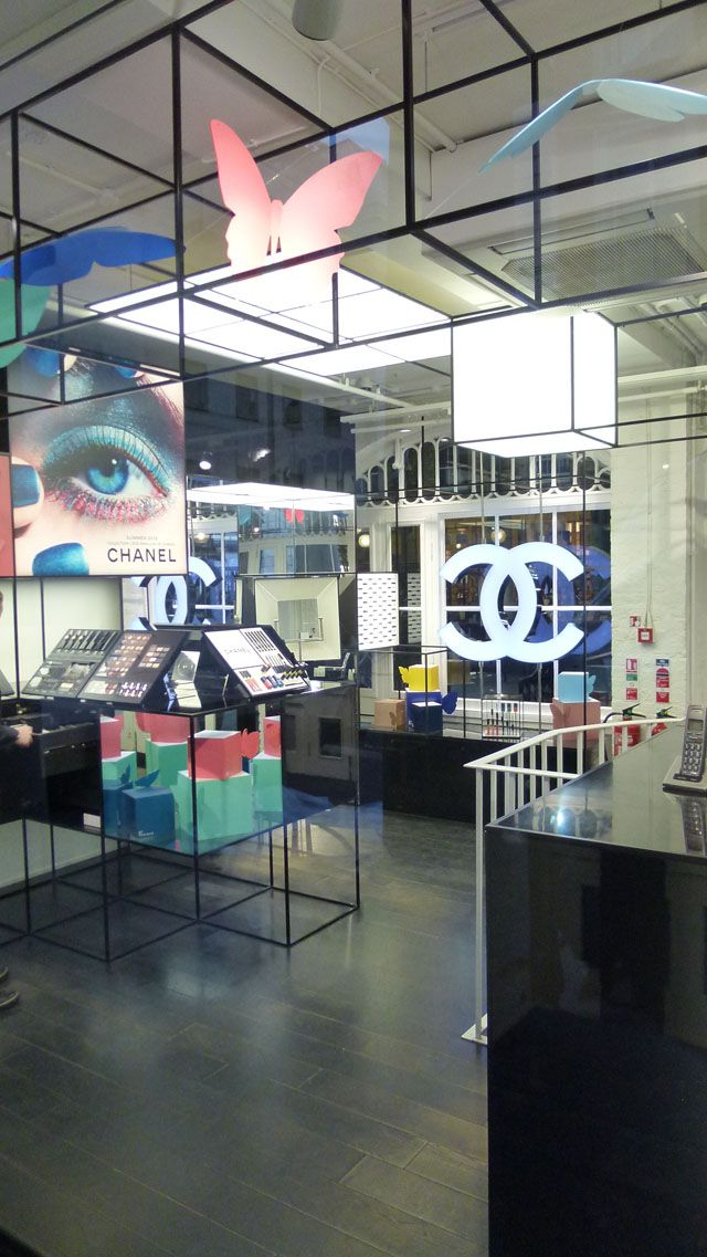 Chanel - Pop Up Store, Covent Garden, London  THE BEAUTY BOUTIQUE IS LOCATED WITHIN THE COVENT GARDEN PIAZZA  HOW TO GET THERE: NEAREST TUBE STATION: COVENT GARDEN / LEICESTER SQUARE / HOLBORN BY BUS: BUSES 9, 13, 15, 23, 139 AND 153 ALL STOP AT TRAFALGAR SQUARE AND ALDWYCH (BOTH A SHORT WALK FROM THE COVENT GARDEN PIAZZA)  STORE ADDRESS:  CHANEL AT COVENT GARDEN COVENT GARDEN PIAZZA LONDON WC2E 8RF UNITED KINGDOM  PHONE: 0207 240 2001  MON- SATURDAY 10:00-20:00 SUNDAY 12:00-18:00