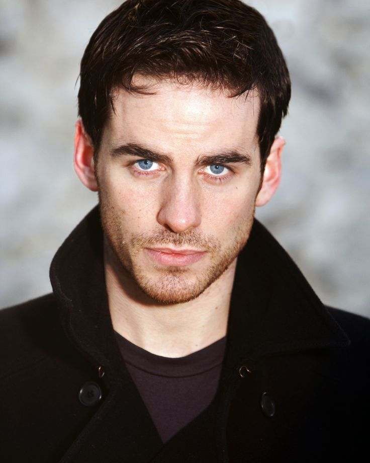 Colin O'Donoghue-- ther's a debate going on at my school wether Matt Smith or Colin O'Donoghue is hotter. Look at the picture of Matt then look at Colin. Comment which side you're on.......